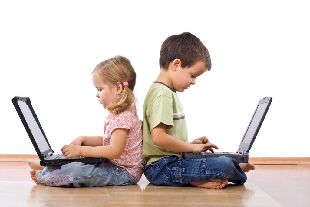children on laptops
